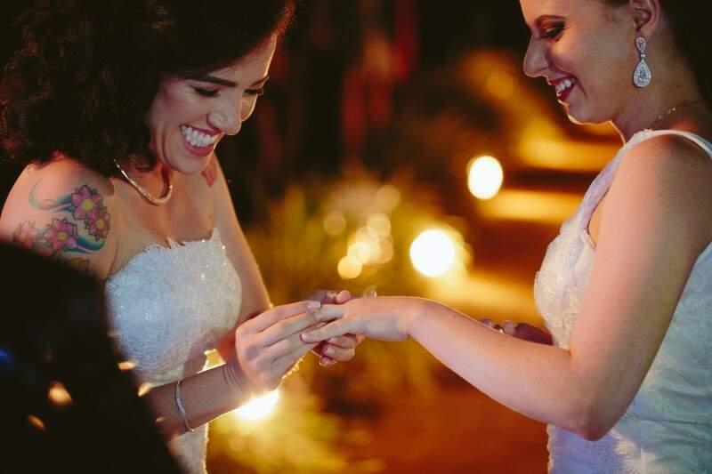 As alianças e as pulseiras que as duas usavam foram presentes da mãe de Nadja.
