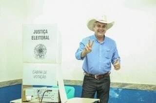 Candidato votou pela manhã em Três Lagoas. (Foto: Reprodução/Facebook)