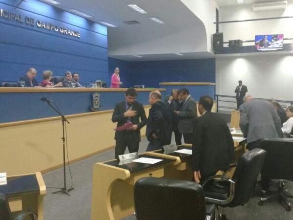Câmara Municipal de Campo Grande, em votação rápida, decidiram manter salários. (Foto: Alberto Dias)