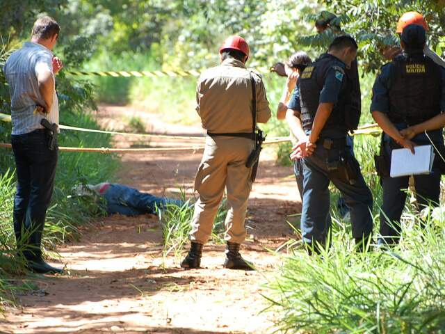 Corpo da vítima foi encontrado na manhã desta segunda-feira. (Foto: Marlon Ganassin)