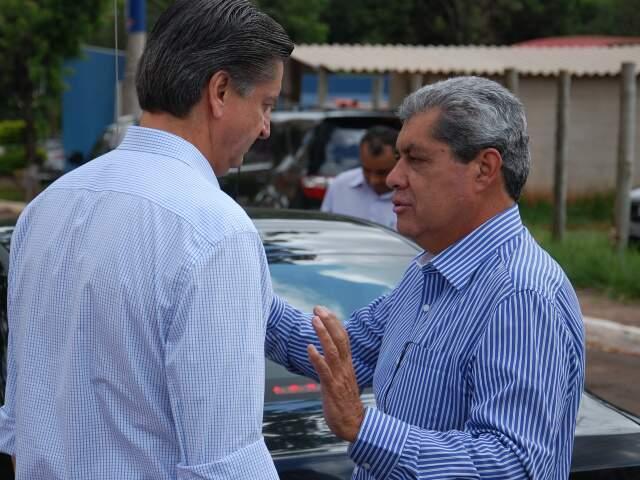 Dagoberto e Puccinelli tiveram uma rápida, mas particular conversa após reunião do PDT neste sábado(Foto: Wendell Reis)