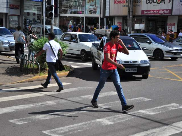 Confusão em cruzamento virou rotina. (Foto: Elverson Cardozo)