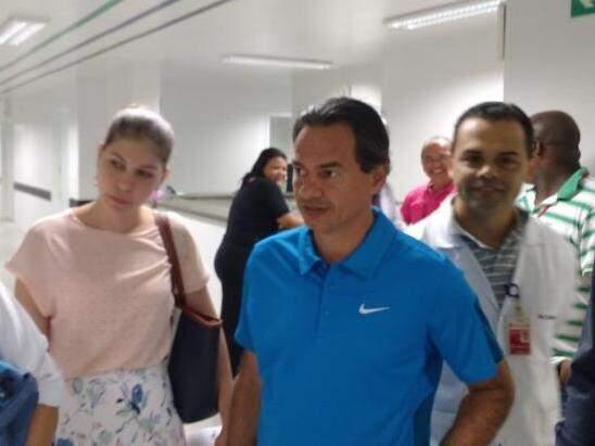 Marquinhos Trad (camisa azul) esteve acompanhado do secretário de Saúde, Marcelo Vilela, e da adjunta da pasta, Andressa De Lucca. (Foto: Richelieu de Carlo)