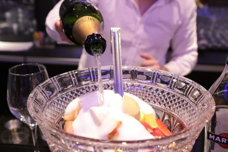 Drinque fica ainda mais valorizado se for colocado à vontade, para os convidados. (Foto: Fernando Antunes)