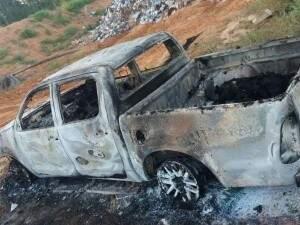 Corpos foram encontrados carbonizados na caminhonete de Betão (Foto: Direto das Ruas)