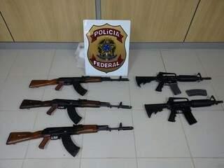 Armas apreendidas pelos policiais federais.
