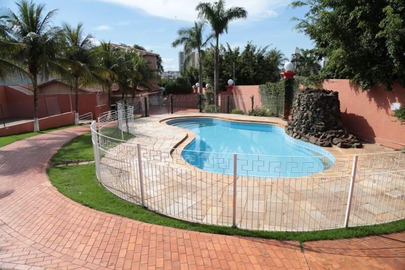 Área de lazer com piscina (Foto: Fernando Antunes)