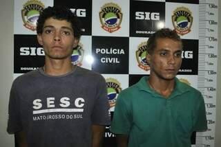 Os dois foram presos ontem no Jardim Água Boa. (Foto: Osvaldo Duarte)