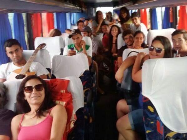 Estudantes de MS no início da viagem de volta; alegria durou pouco (Foto: Direto das Ruas)