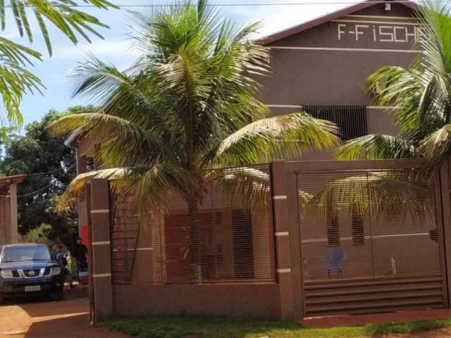 Com apoio da Força Nacional, policiais civis fazem buscas em casa de suspeito de comandar furtos (Foto: Adilson Domingos)