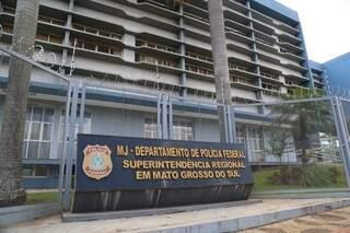 Sede da Superintendência da PF em Campo Grande, onde deputado prestou depoimento (Foto: Marcos Maluf)