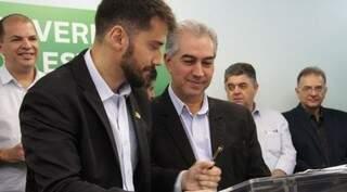 Bruno Wendling, diretor-presidente da Fundtur, ao lado do governador de Mato Grosso do Sul Reinaldo Azambuja (PSDB) (Foto: Chico Ribeiro)