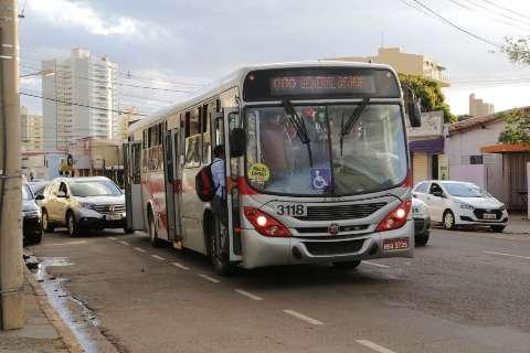 Prefeitura promete estudar mudanças em corredor de ônibus para atender comércio