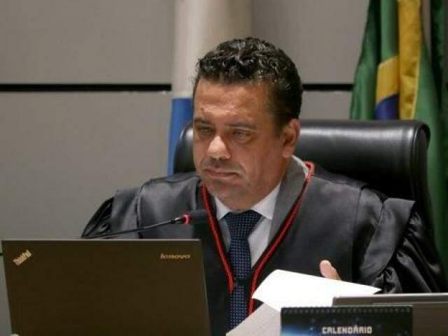 Desembargador Alexandre Bastos, relator do processo, durante julgamento (Foto: TJMS/Divulgação)