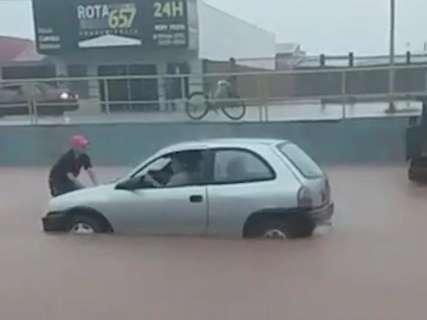Chuva inundou ruas, mas cidades não vai decretar emergência, diz secretário