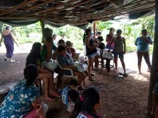 Muitas mulheres e crianças, maioria nas comunidades, foram contempladas pela ação voluntária neste terça (Foto: Divulgação)