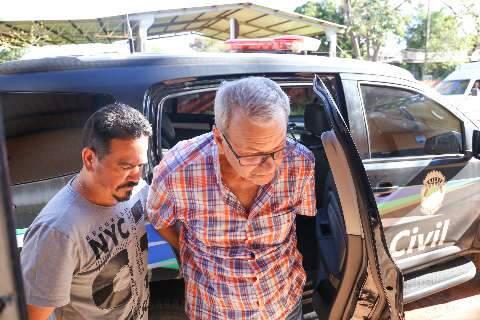 Ex-médico condenado por mutilações deixa prisão com tornozeleira