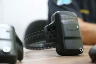Em Mato Grosso do Sul são permitidos a ativação de 2.106 tornozeleiras no sistema de monitoramento da Agepen (Foto: Arquivo)