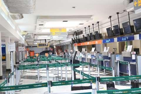 Com decolagens e pousos restritos, Aeroporto se torna pátio completamente vazio