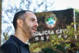 O delegado Pablo Farias, responsável pela investigação. (Fotos: Henrique Kawaminami)