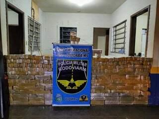 Tabletes de maconha apreendidos pela PMR em Ponta Porã (Foto: Divulgação)