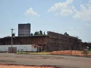 Foto de 2011, pouco antes da obra ser paralizada em 2012 (Foto: Arquivo/Campo Grande News)