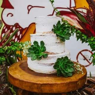 Aprenda a decorar a mesa com plantas sem perder o charme