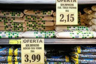 Açúcar cristal e farinha de trigo também entraram na promoção com campanha (Foto: Henrique Kawaminami)
