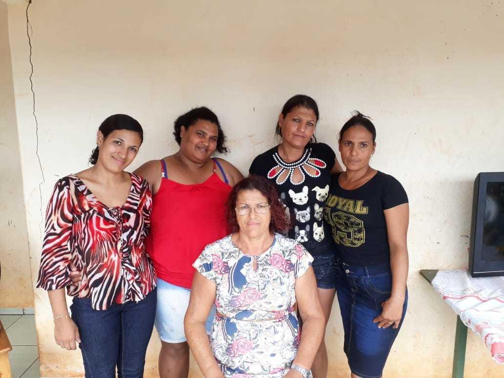 Francisca com as filhas. (Foto: Arquivo Pessoal)