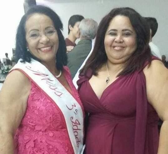 Com a filha Andréia, quando foi Miss 3ª Idade. (Foto: Arquivo da Família)