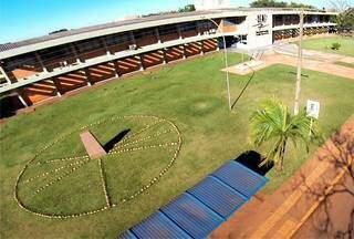 Campus da Uems em Dourados, unidade que está oferecendo a especialização. (Foto: Divulgação)