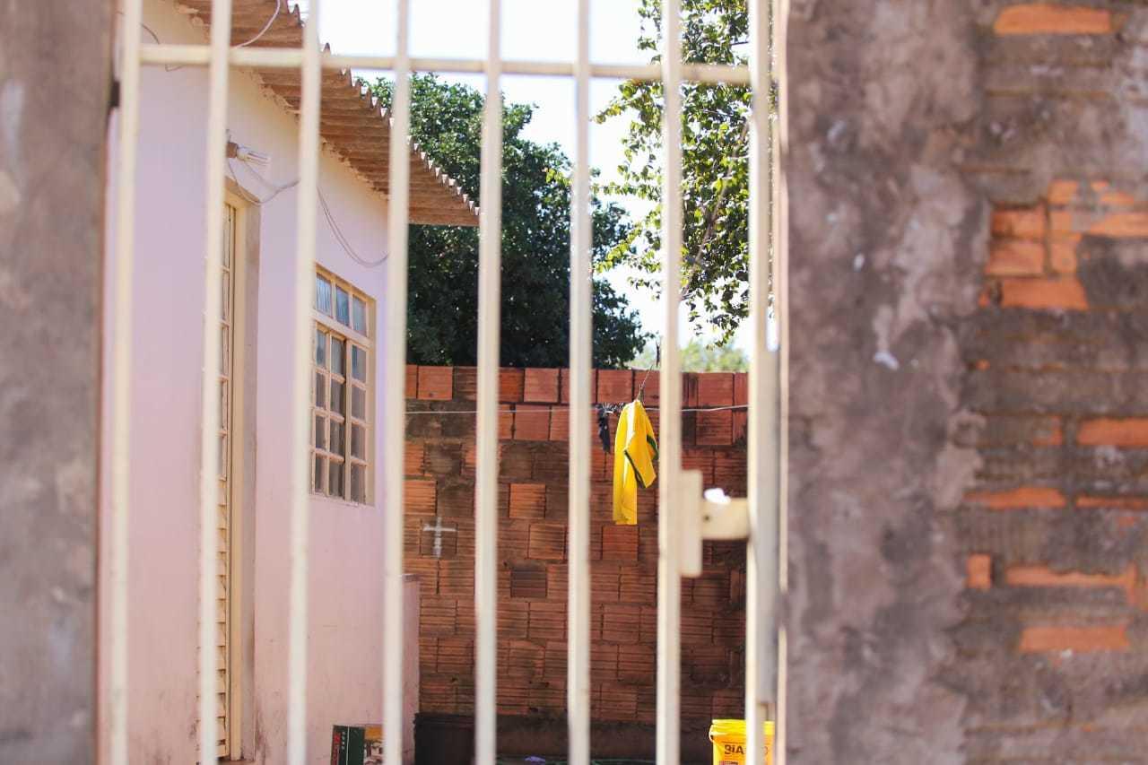 Corredor de casa onde crime ocorreu, no dia 30 de junho. (Foto: Marcos Maluf)