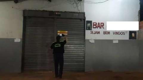 Um detido, bar lacrado e 4 conveniências fechadas no toque de recolher