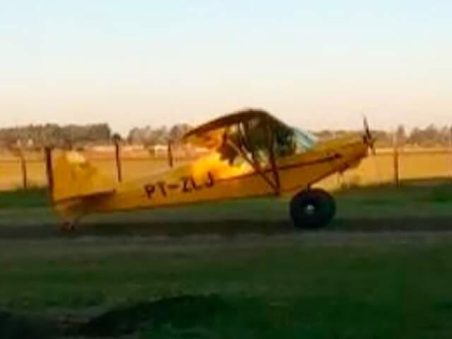 Aeronave teve problemas na hora do pouso e mobilizou equipe dos bombeiros em Dourados. (Foto: MS em Foco)