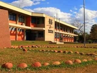 Sede da Uems, em Dourados (Foto: Folha de Dourados)