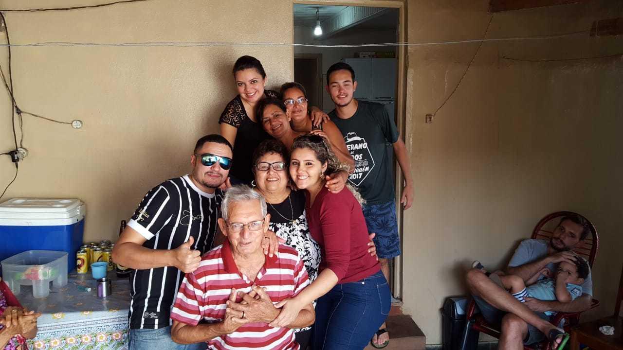 João e Francisca com parte da família. (Foto: Arquivo Pessoal)