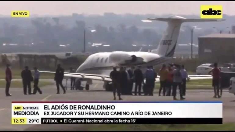 Momento em que avião parte para o Brasil (Foto: ABC Color)