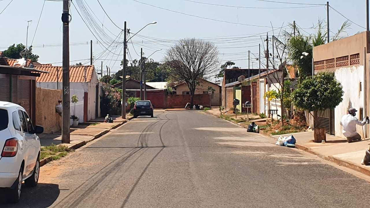 Rua Aparecida Secco Thomé, onde os cachorros foram envenenados. (Foto: Clayton Neves)