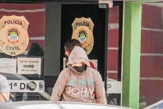 Bruno se apresentou na 1ª Delegacia de Polícia Civil no dia 19 de agosto (Foto: Silas Lima)