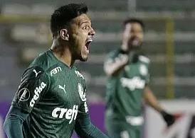 Gabriel Menino, do Palmeiras, comemora após marcar gol na partida contra o Bolívar, válida pela 3ª rodada da fase de grupos da Copa Libertadores, em La Paz, na Bolívia, nesta quarta-feira (16). O Palmeiras venceu por 2 a 1 e manteve os 100% de aproveitamento na competição. (Foto: David Mercado/Estadão Conteúdo)
