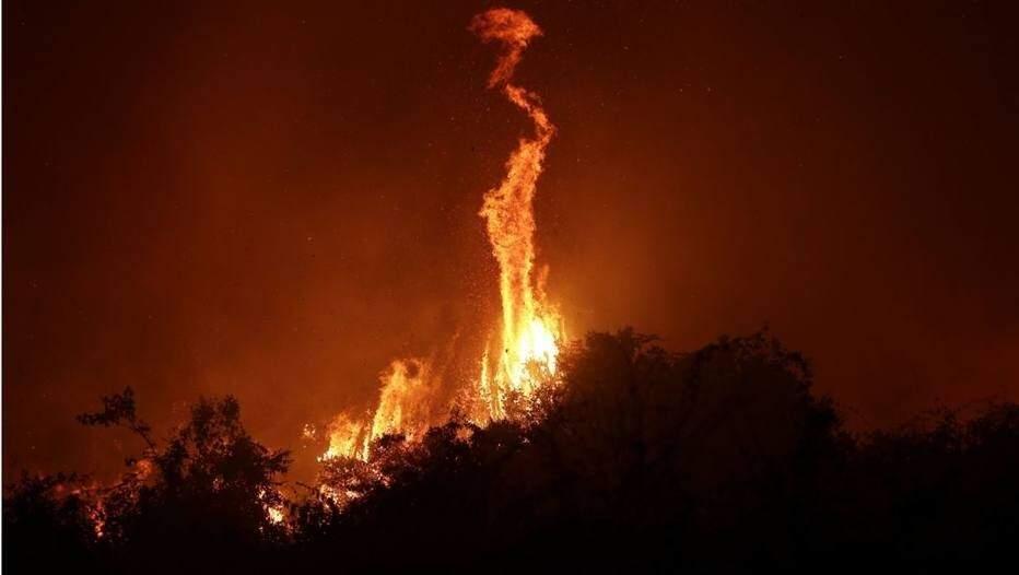 Labaredas altas em área queimando no Pantanal (Foto: Dida Sampaio/ Estadão)