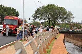 Família e amigos de Jorge foram ao local para acompanhar o resgate (Foto: Paulo Francis)