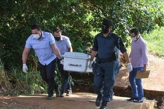 Corpo foi encaminhado para o Imol para confirmar causa da morte que a Polícia afirma ser suicídio. (Foto: Marcos Maluf)