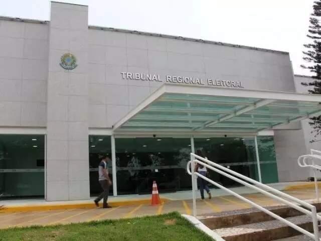 Entrada da sede do TRE-MS, em Campo Grande (Foto: Arquivo)