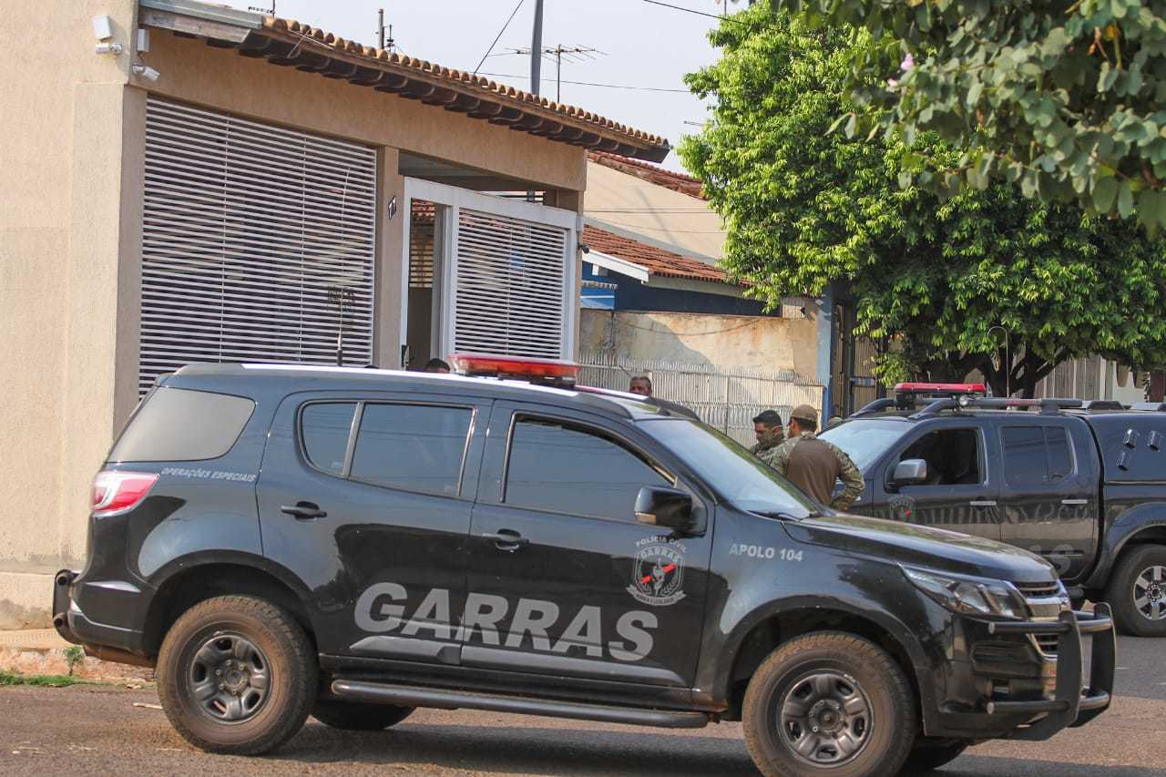 Garras cumpriu mandado de busca em uma das casas em nome do vereador, no Jardim Bonança. (Foto: Marcos Maluf)