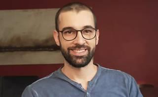 Quem assina é o jornalista André Mazini.