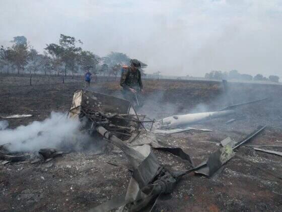 Helicóptero ficou destruído (Foto: André Cerilo da Silva)