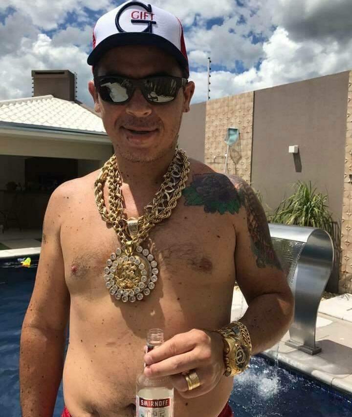 """""""Pingo"""" em sua mansão em Salto del Guairá quando ainda comandava a máfia do cigarro (Foto: Reprodução)"""