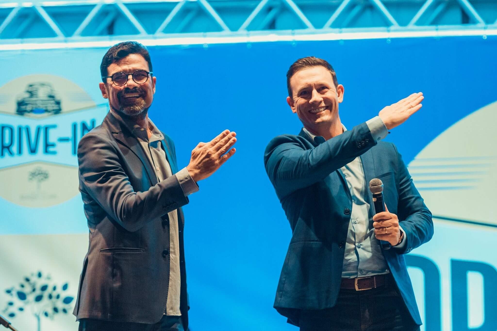 À esquerda o candidato Sérgio Harfouche, ao lado de seu vice, o vereador André Salineiro (Foto: Reprodução/Facebook)