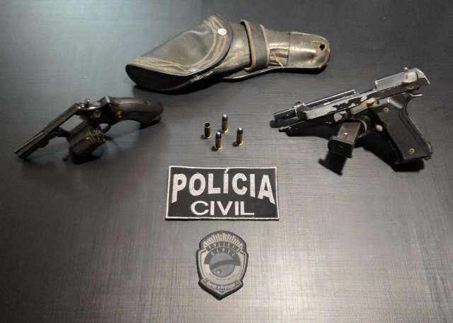 Homem é preso em flagrante por ameaçar adolescente com armas de fogo